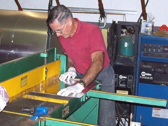 Peter Rob cutting fuselage skin plate. Click on the picture to enlarge it.